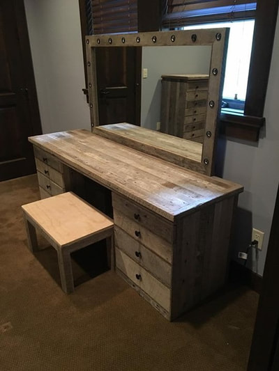Angled view of the modern gray reclaimed wood Hollywood vanity and matching stool.